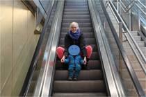 Rolltreppe, glücklich