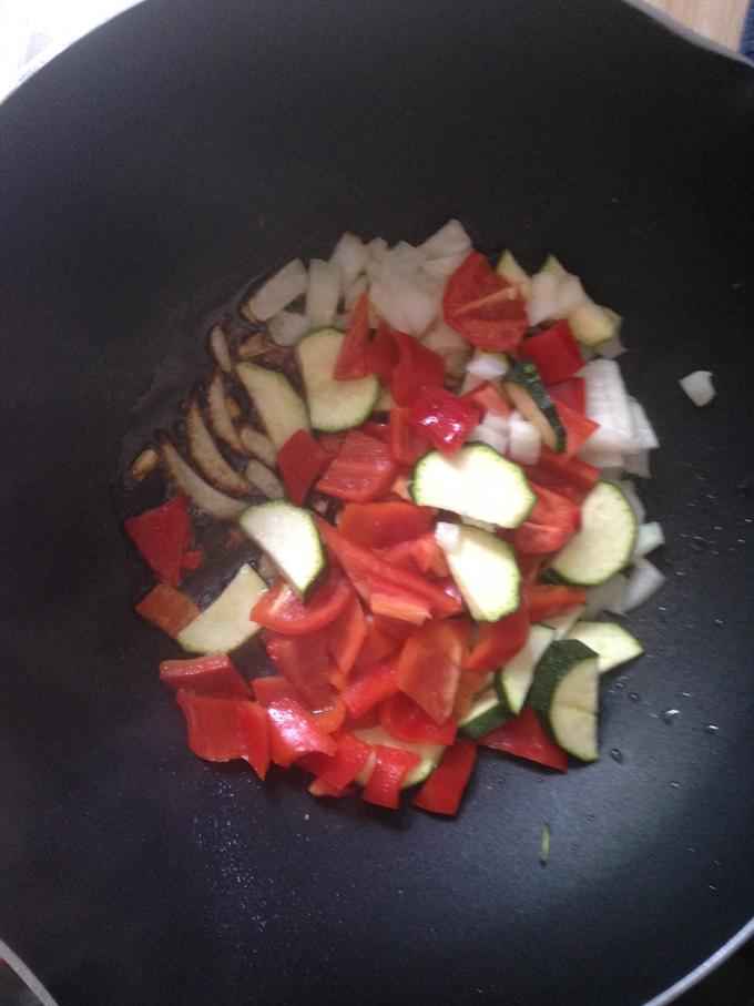 Pfanne anbraten Zucchini Tomaten, Paprika