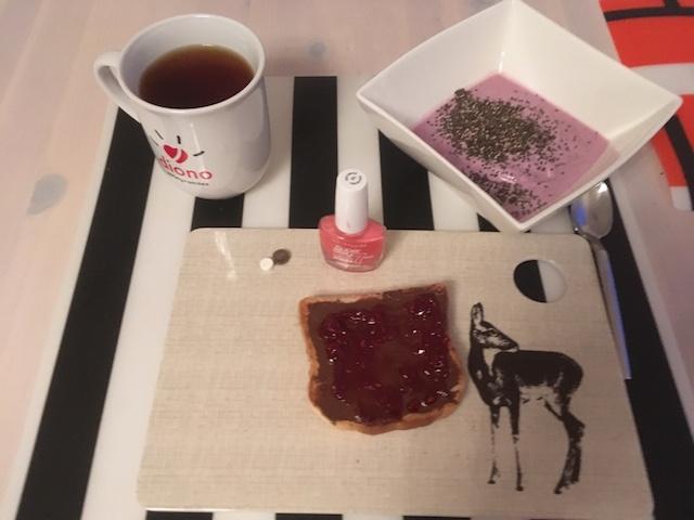 Chia-Tee-Nagellack-Toast