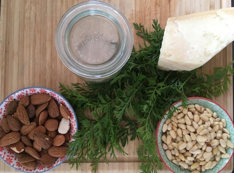 Pesto-Moehrenkraut-Mandeln-Parmesan