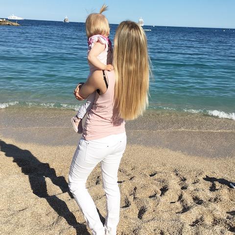 Miriam von Howimetmymomlife mit Tochter