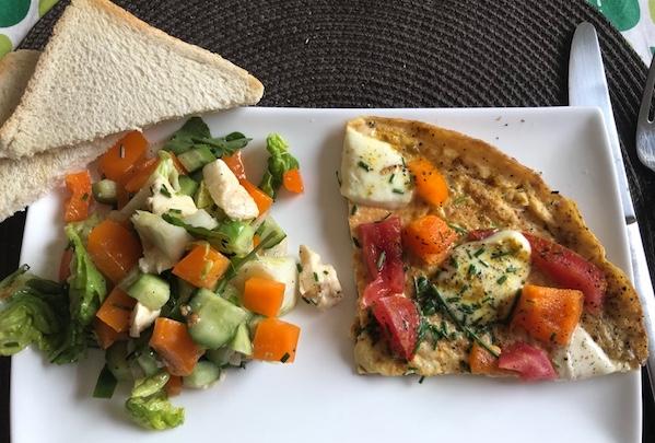 omelett-Pizza-Salat-brot