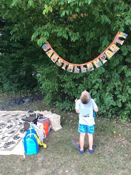 Geburtstag-Spielplatz-Parkparty