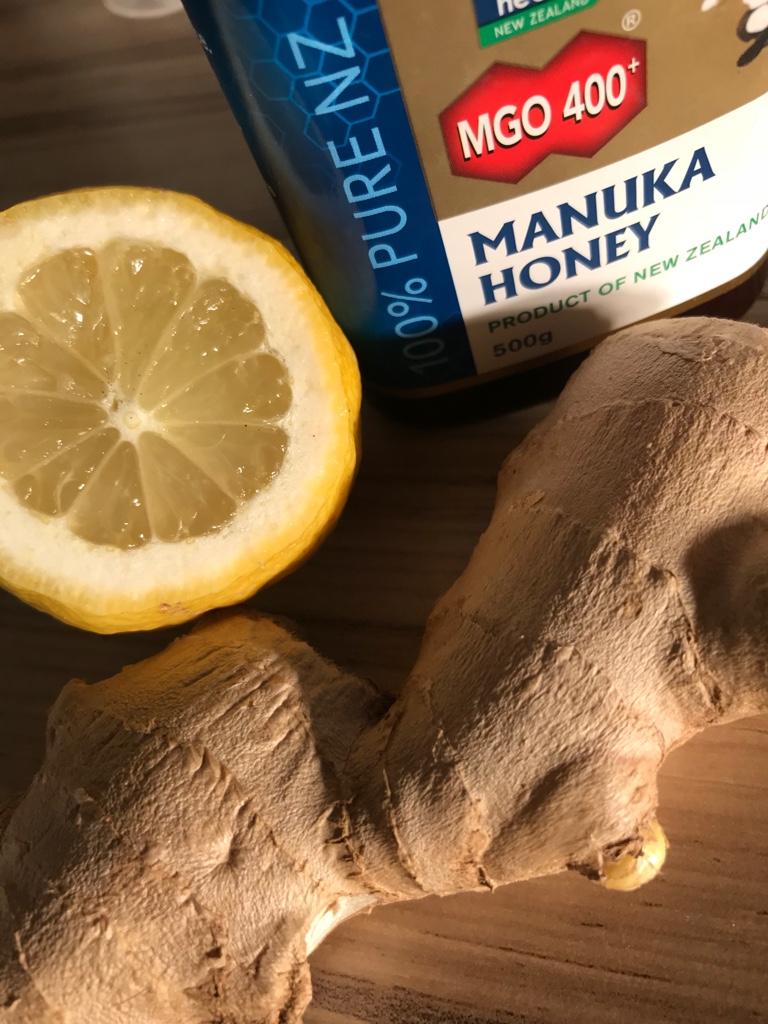 Mandelentzuendung-Zitrone-Honig-Ingwer